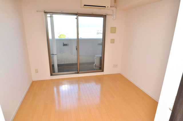 CASSIA高井田NorthCourt シンプルな単身さん向きのマンションです。