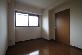 収納付の洋室★同建物の他の室内写真
