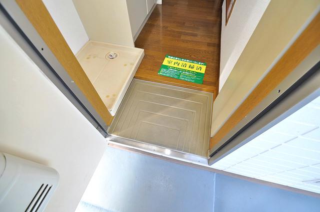 エステートピアナカタC棟 お部屋の入口には何も置かず、シンプルが一番ですね。