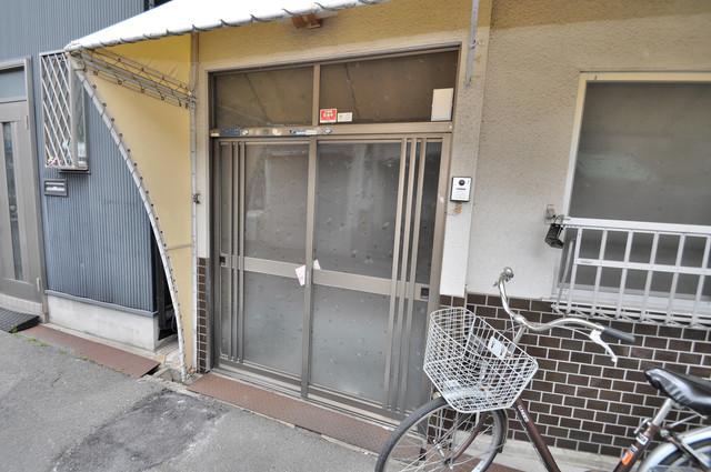 大蓮東5-5-12 貸家 横開きの玄関です。