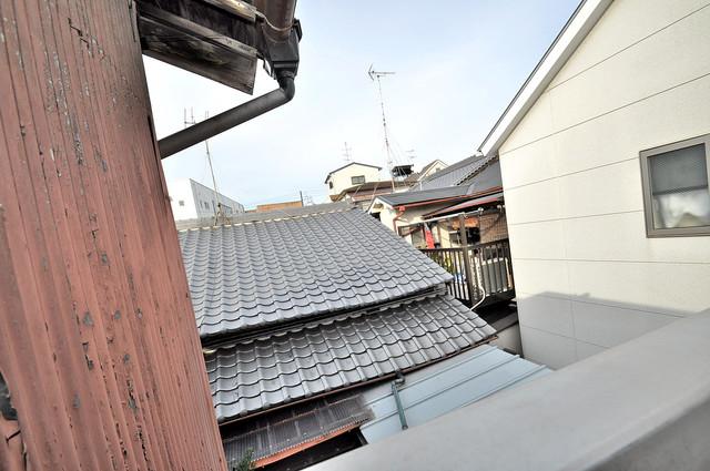 横沼町3丁目貸家 この見晴らしが日当たりのイイお部屋を作ってます。