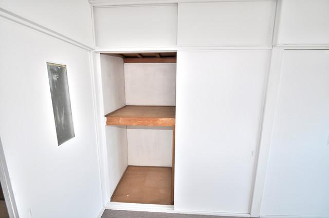 太平寺2丁目 連棟住宅 収納がたくさんあると、お部屋がすっきり片付きますね。