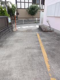 二俣川駅 徒歩13分駐車場