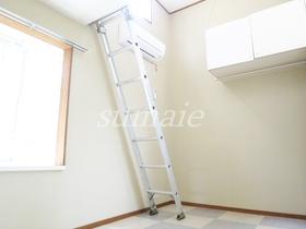 壁も天井も白く広々空間♪
