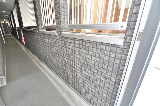 サクラティアラ 玄関まで伸びる廊下がきれいに片づけられています。