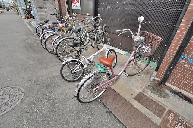 玉栄マンション 敷地内には専用の駐輪スペースもあります。