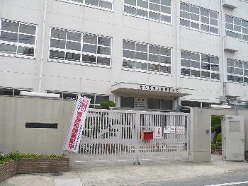 TSUJIHANAビルディング 東大阪市立楠根中学校