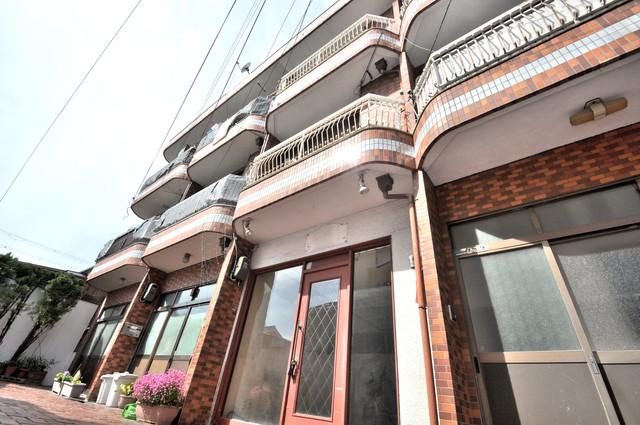 太平寺2丁目 連棟住宅 総タイル張りの綺麗な外観です。