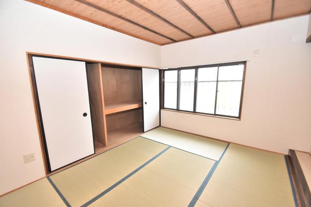 長堂2-16-8 貸家 朝には心地よい光が差し込む、このお部屋でお休みください。