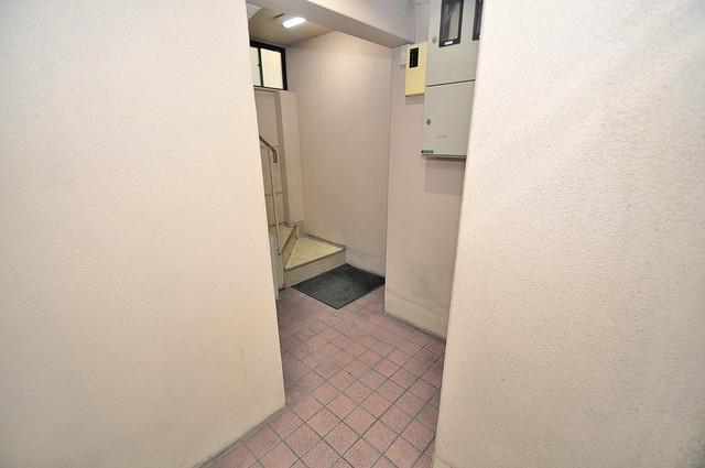 コシベ八戸ノ里 玄関まで伸びる廊下がきれいに片づけられています。