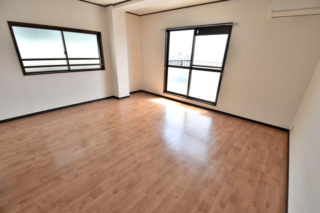 プレアール舎利寺 白を基調とした内装でおしゃれで、落ち着ける空間です。