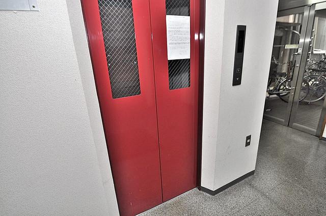 カーサAY 嬉しい事にエレベーターがあります。重い荷物を持っていても安心