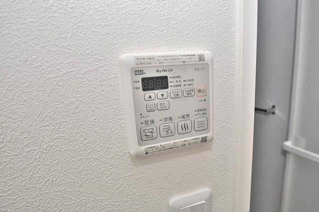 シャーメゾンプランタン 給湯リモコン付。温度調整は指1本、いつでもお好みの温度です。