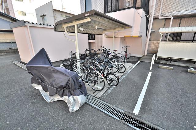 オークハイツ 1階には駐輪場があります。屋内なので、雨の日も安心ですね。