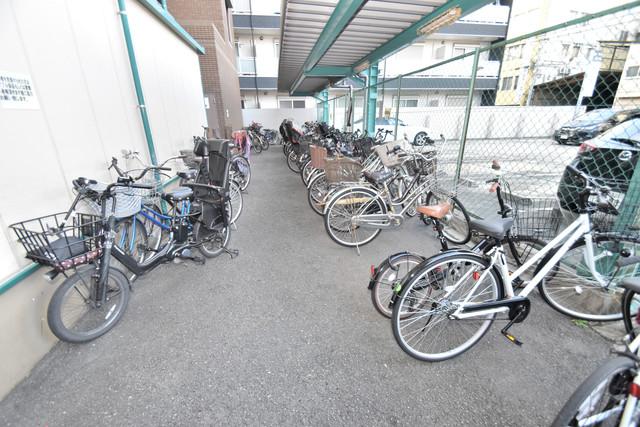 セピアコート柴田 屋内にある駐輪場は大切な自転車を雨から守ってくれます。