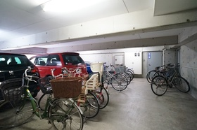 屋内駐輪場で雨にもぬれません