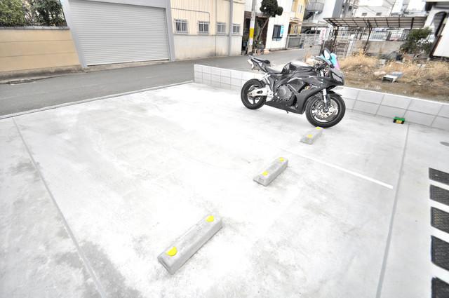 サフィール 意外と少ないバイク置き場 大切なバイクも安心して停めれますよ