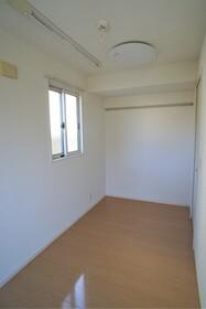 https://image.rentersnet.jp/ce21ce53-80e5-45ae-a46a-a51e05d94636_property_picture_956_large.jpg_cap_居室