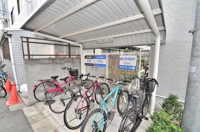 アートメゾン 屋根付きの駐輪場は大切な自転車を雨から守ってくれます。