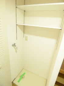 洗濯機置場に棚設置