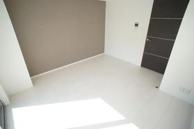 https://image.rentersnet.jp/ce41f943-2100-47d1-b47f-eec623fa60ff_property_picture_2987_large.jpg_cap_アクセントクロスでオシャレな室内