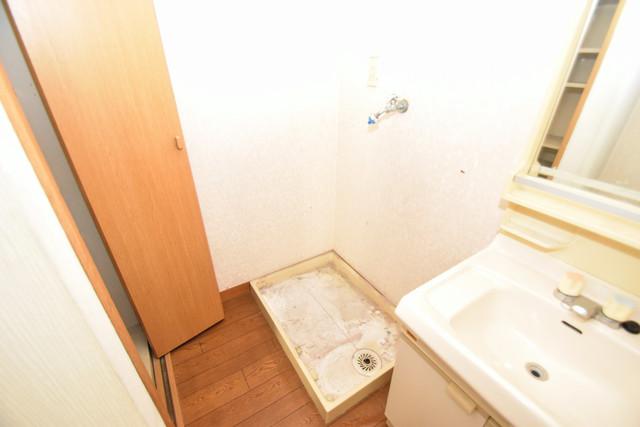 ロイヤル丸文 嬉しい室内洗濯機置場は脱衣場も兼ねています。