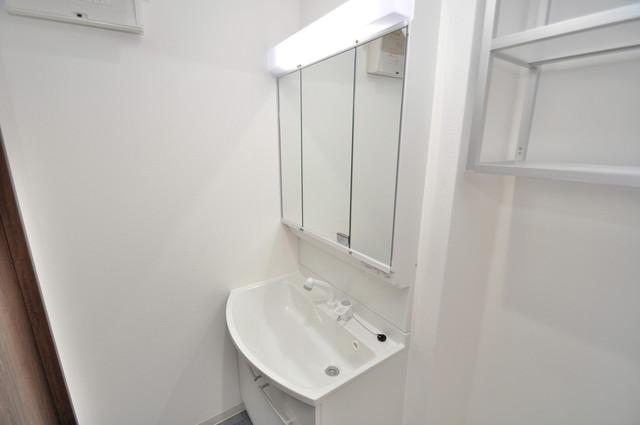ラモーナ巽北Ⅱ 独立した洗面所には洗濯機置場もあり、脱衣場も広めです。