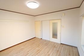 https://image.rentersnet.jp/ceb1aff7-5544-4553-8051-7d8f3c81889f_property_picture_958_large.jpg_cap_居室