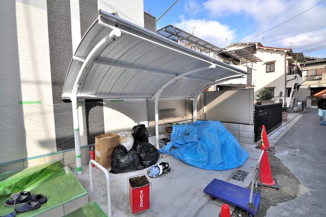 ボスコモンテⅠ 敷地内にある専用の駐輪場。雨の日にはうれしい屋根つきです。