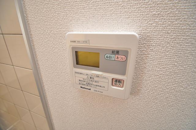 ティーアップスクエア 給湯リモコン付。温度調整は指1本、いつでもお好みの温度です.