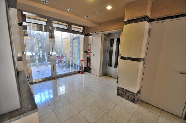 サンオークスマンション エレベーターホールもオシャレで、綺麗に片づけられています。