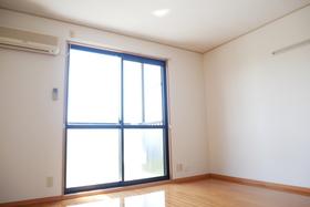 https://image.rentersnet.jp/cfa3527f-aa45-49d4-8350-31b45ed49391_property_picture_2419_large.jpg_cap_居室