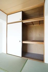 和室6.6帖 収納スペースです