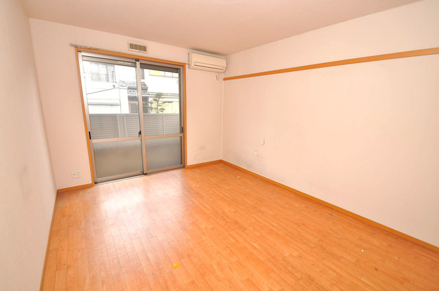 エントピア西堤C 明るいお部屋はゆったりとしていて、心地よい空間です