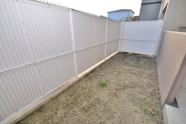コート グランシャリオ 小さいながらも庭付きですよ。