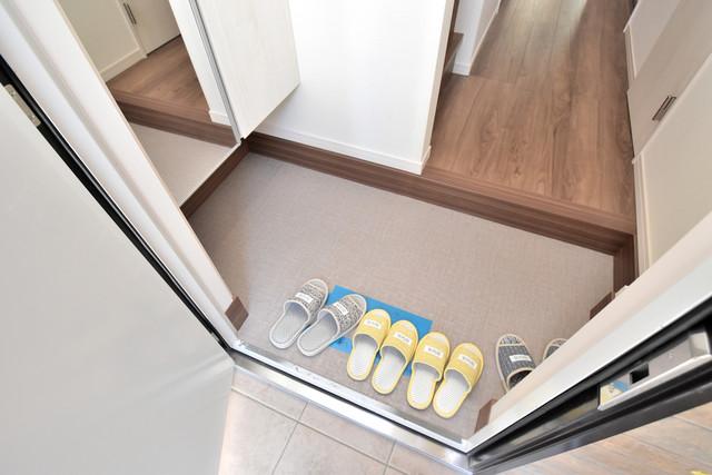 ハイツ ニッサク  玄関を開けると解放感のある空間がひろがりますよ。