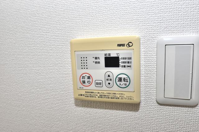 セレブコート近大前 給湯リモコン付。温度調整は指1本、いつでもお好みの温度です。