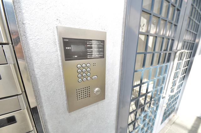 メゾンシェソワ オシャレなエントランスは安心のオートロック完備です。