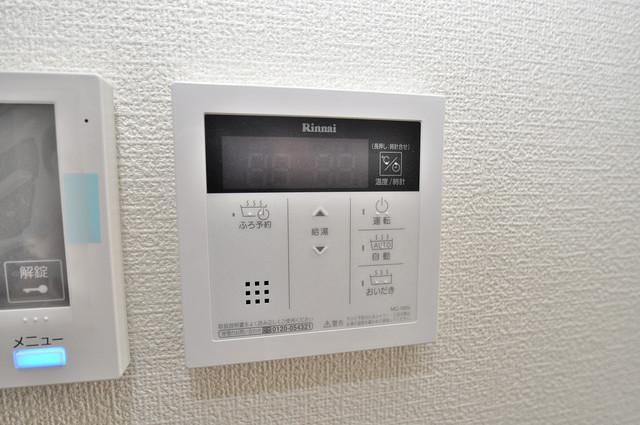 ma.maison(マ.メゾン) 給湯リモコン付。温度調整は指1本、いつでもお好みの温度です。