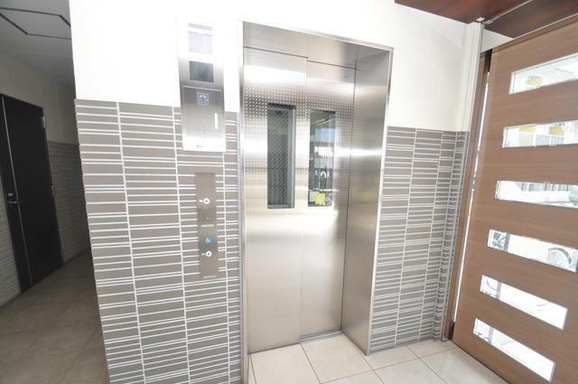 Social Village(ソシアル ビレッジ) 嬉しい事にエレベーターがあります。重い荷物を持っていても安心