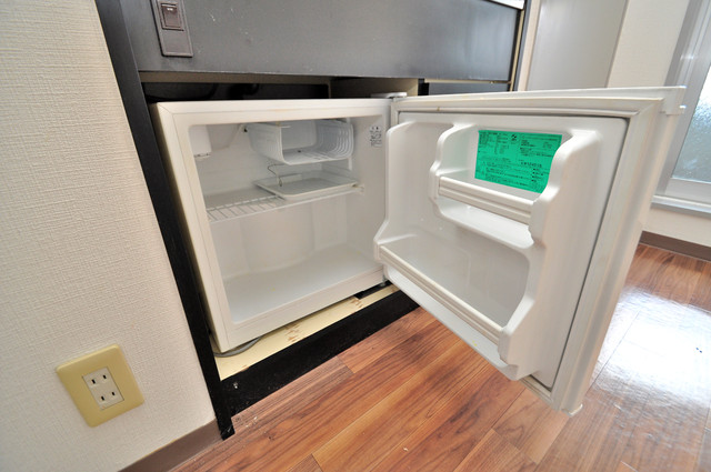 シティハイツ布施 嬉しいミニ冷蔵庫付きです。家電代1つ分浮きましたね。