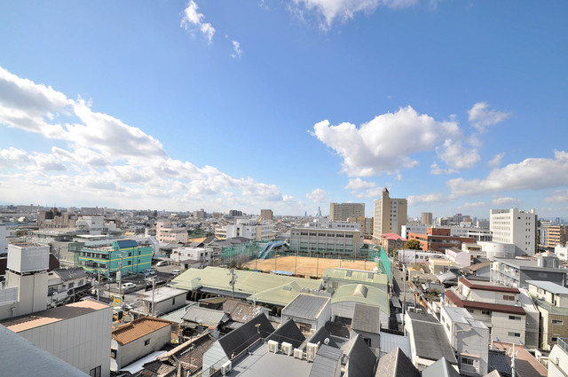 小阪ビル この見晴らしが日当たりのイイお部屋を作ってます。