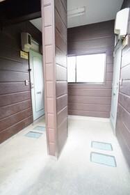 https://image.rentersnet.jp/d14468be-a67c-422b-90d2-668f89691498_property_picture_956_large.jpg_cap_エントランス