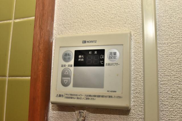 巽北1-29-14 貸家 給湯リモコン付。温度調整は指1本、いつでもお好みの温度です。