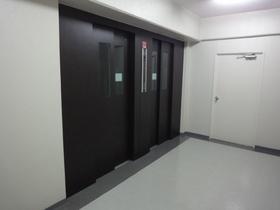 https://image.rentersnet.jp/d22e8399643cab364f1787f6a3320096_property_picture_2418_large.jpg_cap_エントランス