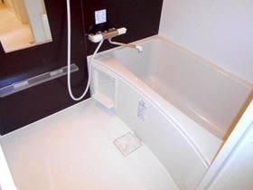 ゆったりした浴槽のバス