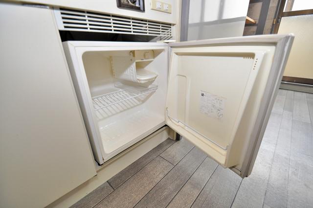 エスポアール春日Ⅱ キッチンの下にはかわいいミニ冷蔵庫付きです。得した気分です