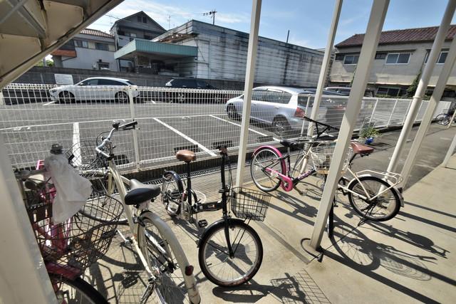 グレイス衣摺 こちらに自転車置けます。