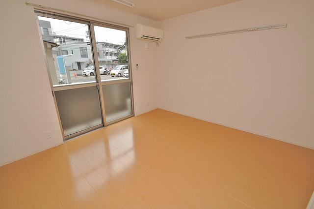 エクレール上小阪 陽当りの良いベッドルームは癒される心地良い空間です。