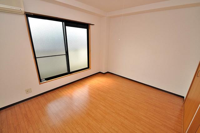 グランミサ公園前 明るいお部屋は風通しも良く、心地よい気分になります。